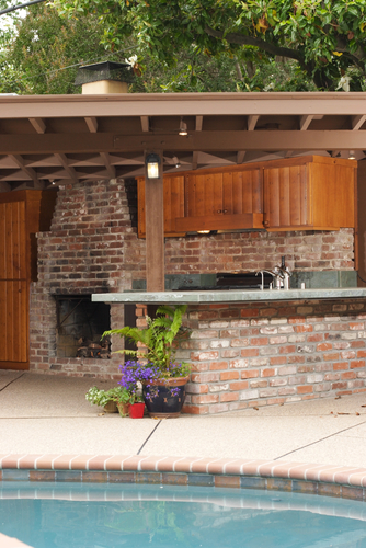 Cook, Dine and Entertain Outside